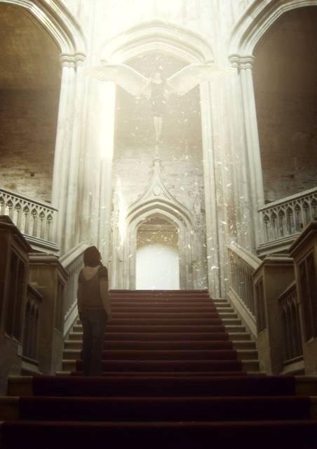 Ange mystique dans un château