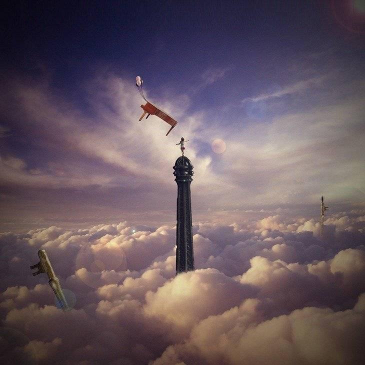Tour Eiffel dans les nuages